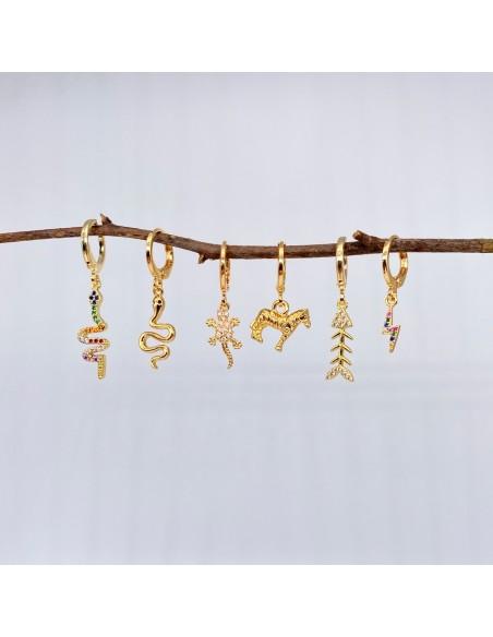 Pendientes de aro chapados en oro con charms de animales