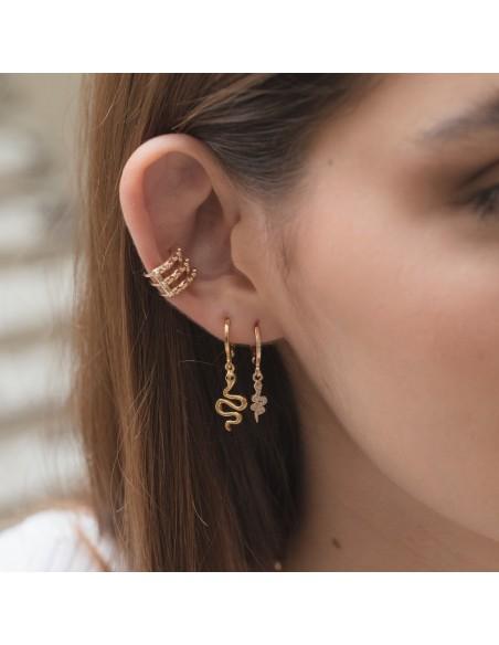 Combinación de pendientes de aro con charm de serpiente y ear cuff triple